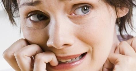 10 hábitos inofensivos que prejudicam a sua saúde bucal